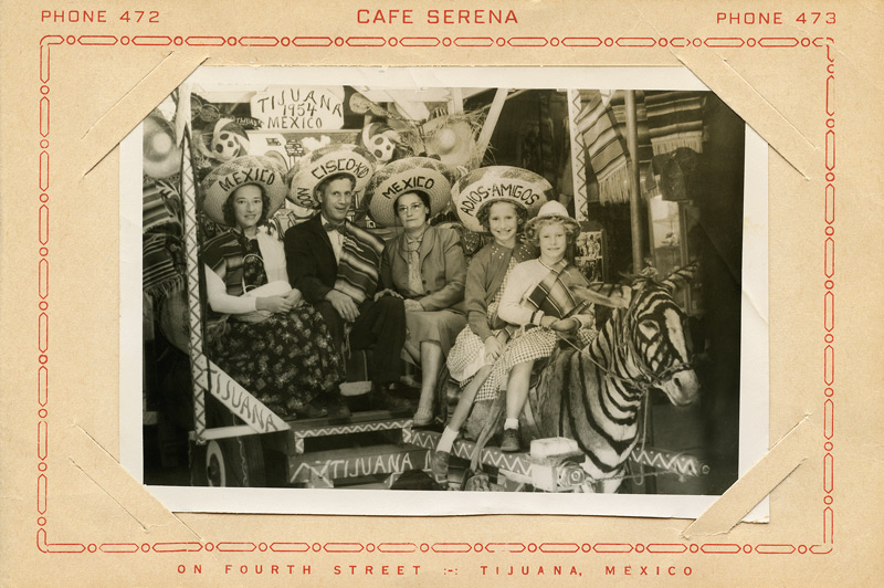 Michel Campeau, The Donkey that became a Zebra (recto), Tijuana, Mexique, c. 1960, impression numérique / inkjet print, 80 × 55 cm