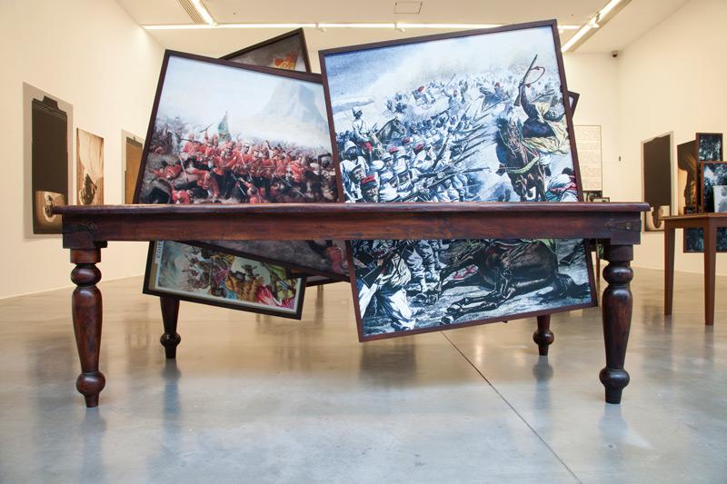 Vasco Araújo, Ethos 4,épreuves numériques et bois / digital prints and wood, 210 × 105 × 180 cm, permission / courtesy Galeria Francisco Fino, Portugal