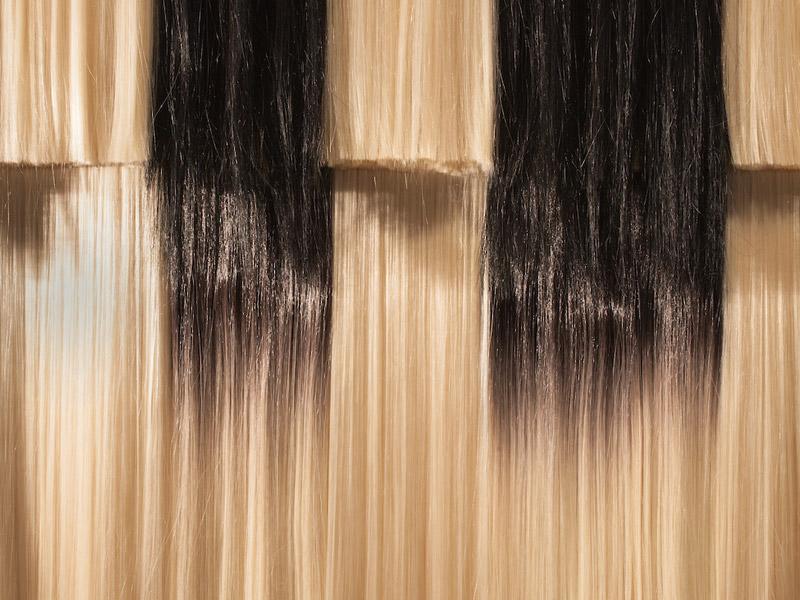 Pauline Boudry et Renate Lorenz, Wig piece (whose body? – whose thoughts?), détail, 2017, cheveux et feutre, 87 × 121 × 33 cm, photo : Mark Waldhauser