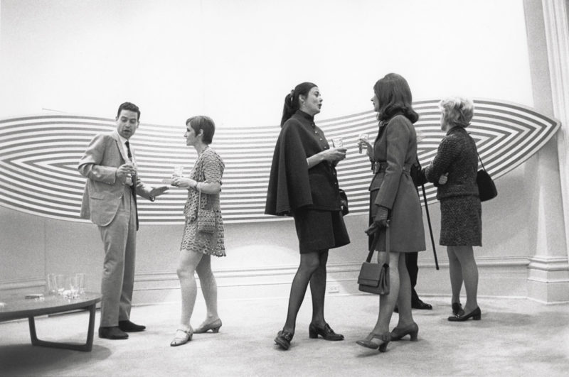 Gabor Szilasi, Opening of the Claude Tousignant exhibition at the Galerie Sherbrooke, Montreal, May 1969 / Vernissage de l'exposition de Claude Tousignant à la Galerie Sherbrooke, Montréal, mai 1969