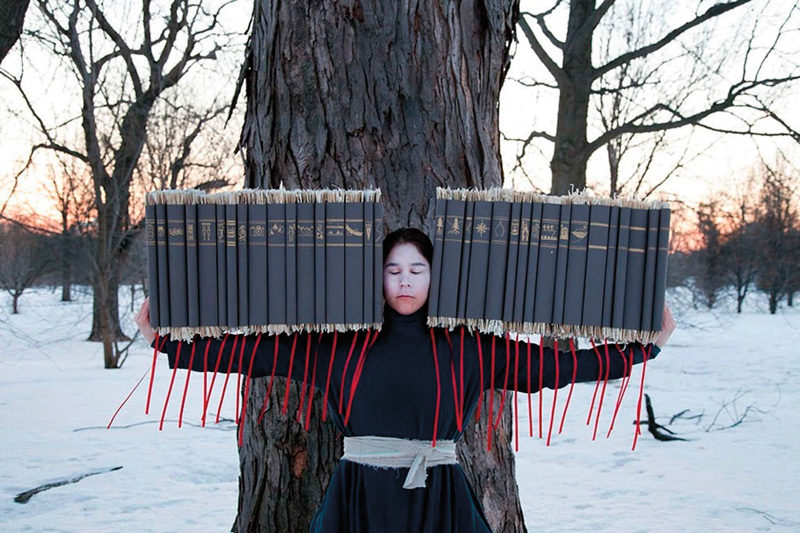 Meryl McMaster, Time's Gravity, de la série / from the series Wanderings, 2015