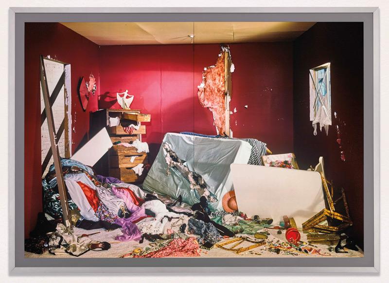 Jeff Wall, La chambre détruite / The Destroyed Room, 1978 diachromie cibachrome en caisson à lampes fluorescentes / Cibachrome transparency in fluorescent lightbox, 179 × 249 × 21 cm