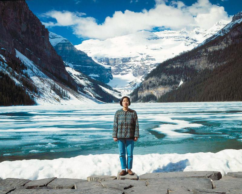 Jin-me Yoon, Souvenirs du moi (Lac Louise) / Souvenirs of the Self (Lake Louise), 1991 épreuve couleur laminée sur Plexiglas / colour print laminated to Plexiglas, 193 × 233 cm