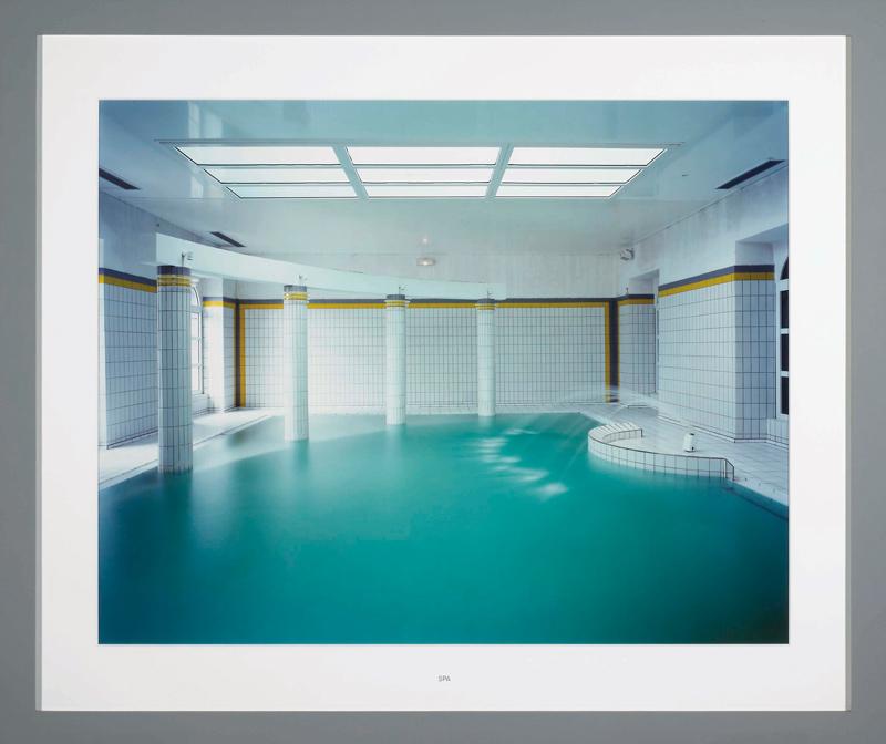 Lynne Cohen, Établissement thermal / Spa, 1999 épreuve couleur / colour print 81 × 102 cm