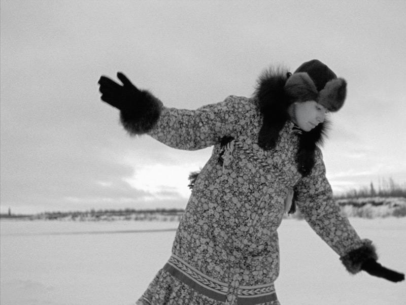 Michelle Latimer, The Herd / La harde, 1998, film still from Nimmikaage (She Dances for People) / photo de film tirée de Nimmikaage (Elle danse pour son peuple), from the series / de la série Souvenir, 2015. Courtesy National Film Board of Canada Archives / permission Archives de l'Office national du film.