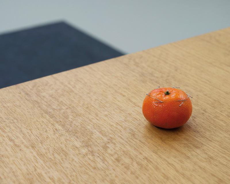 Chih-Chien Wang, Needles and Orange, 2017, épreuve à jet d'encre, 82 × 102 cm