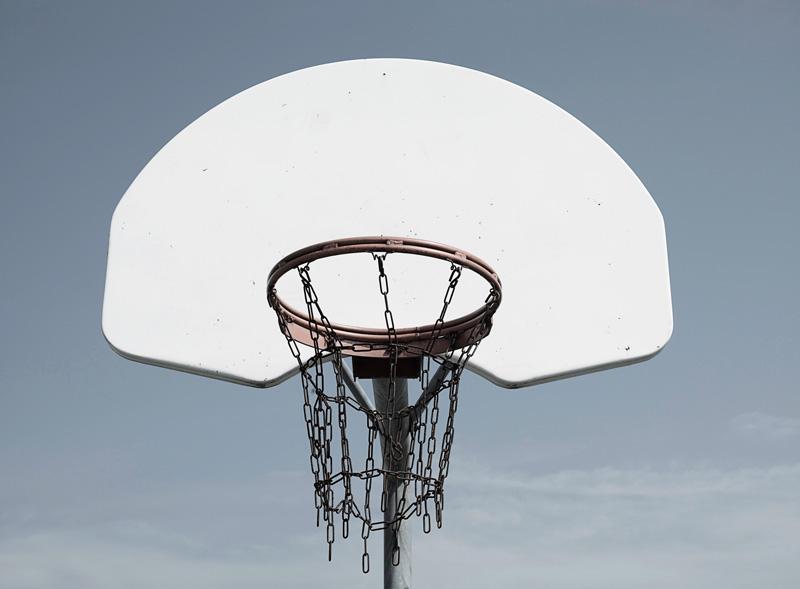 Sylvie Readman, Sans titre (panier de basketball), 2017, inkjet print, 89 × 114 cm