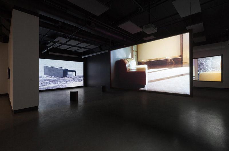 Myriam Yates, vue de l'exposition/view from the exhibition Gander Islands, à/at Dazibao. Photo : Marilou Crispin.