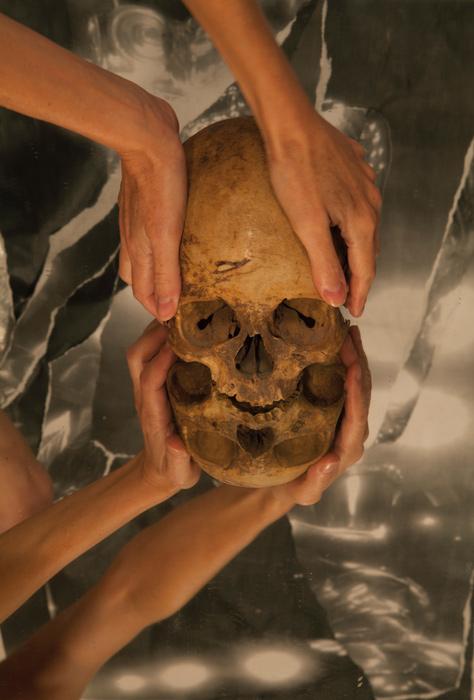 Andrea Szilasi, Mirror Skull, 2015, digital print, 155 × 106 cm