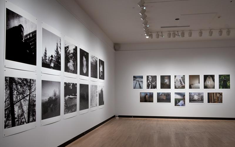 Vue de l'exposition de Bertrand Carrière Dans les années - Photographies 1996–2019 , Galerie d'art AntoineSirois de l'Université de Sherbrooke, 2020, photo : François Lafrance