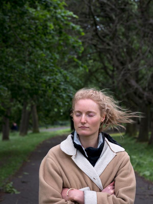 Bertrand Carrière, Rachel, Kelvingrove Park, Écosse, 2018, de la série / from the series Don't go to Glasgow