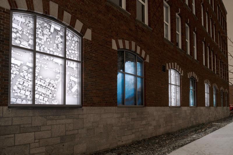 Séquence aérienne, impressions au jet d'encre sur pellicule rétroéclairée / inkjet prints on backlit film, 2020 266 × 200 cm