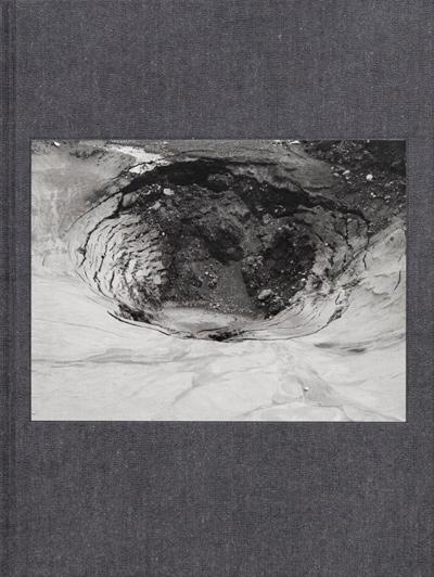 Ron Jude, 12 Hz, Londres, Mack Books, 2020, 128 p.